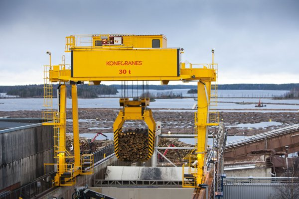 <p>Konecranes understands the processes of the pulp and paper industry – from wood handling to recycling. © Konecranes</p>