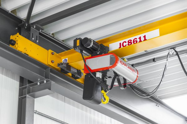 The new CLX chain hoist crane from Konecranes provides high precision, fast lifting and lowering procedures, as well as safe and easy handling. © Konecranes