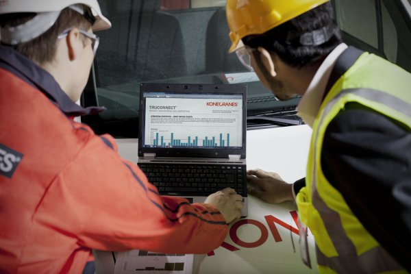 <p>Easy-to-interpret TRUECONNECT graphical reports can be sent on-demand or emailed on a predetermined schedule. © Konecranes</p>