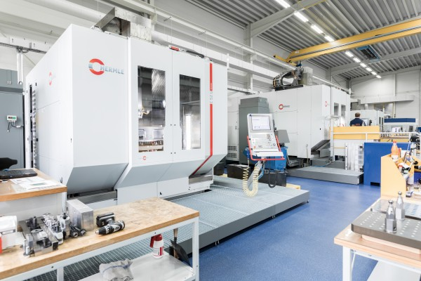 <p>Figure 2 shows the new C 52 U 5-axes machining centre</p>