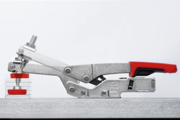 <p>Automatic adjustment of BESSEY toggle clamps to different workpiece dimensions. ©BESSEY Tool GmbH &amp; Co. KG</p>