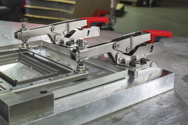 <p>BESSEY horizontal toggle clamp STC-HH in use. ©BESSEY Tool GmbH &amp; Co. KG</p>