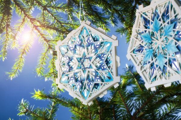 <p>Caption: This year's Christmas card made of Invercote from Iggesund Paperboard can be enjoyed in more than 44,000 different ways, offering the ultimate in versatility.© Iggesund</p>