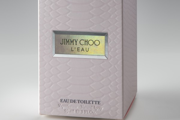 <p>Jimmy Choo's L'EAU is an example of a simple and minimalist design that requires complex processing. For the project the converters Draeger and licensee Interparfums chose to use Invercote from Iggesund Paperboard. ©Iggesund</p>