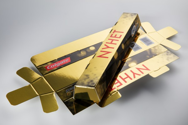 <p>Colgate's gold toothbrush, the Gold 360⁰, was launched in Norway in packaging in the form of a gold bar. The packaging is printed on Invercote Metalprint Digital 300 g/m² + 29 g/m², 420 µm, 16.5 pt.</p>